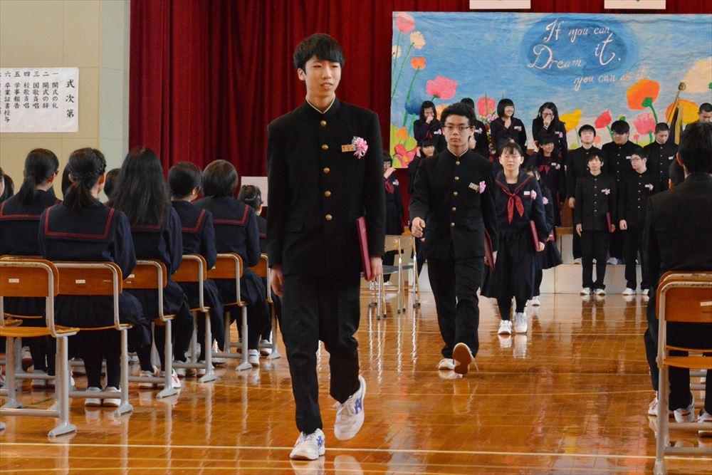 北檜山中学校卒業式03