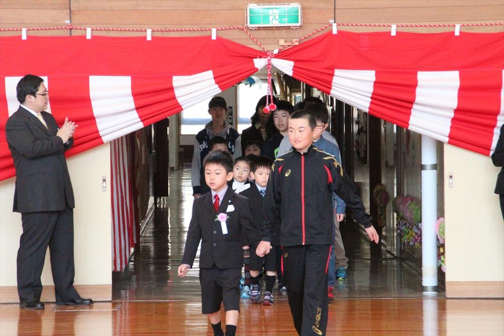 H28瀬棚小学校入学式1