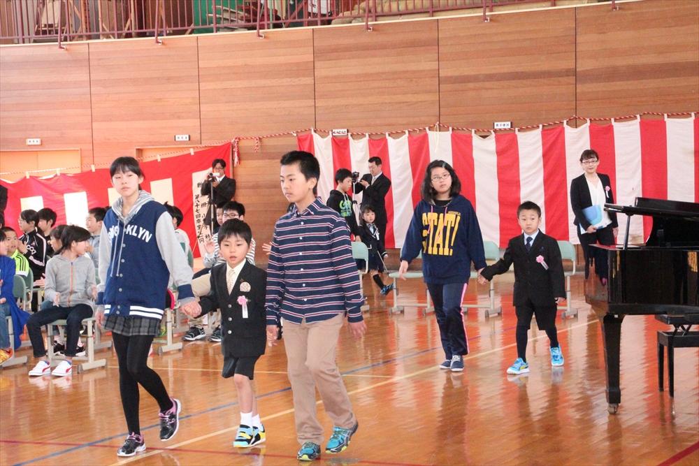H28瀬棚小学校入学式3